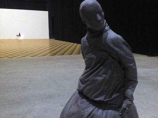Juan Muñoz by Efrem Raimondi